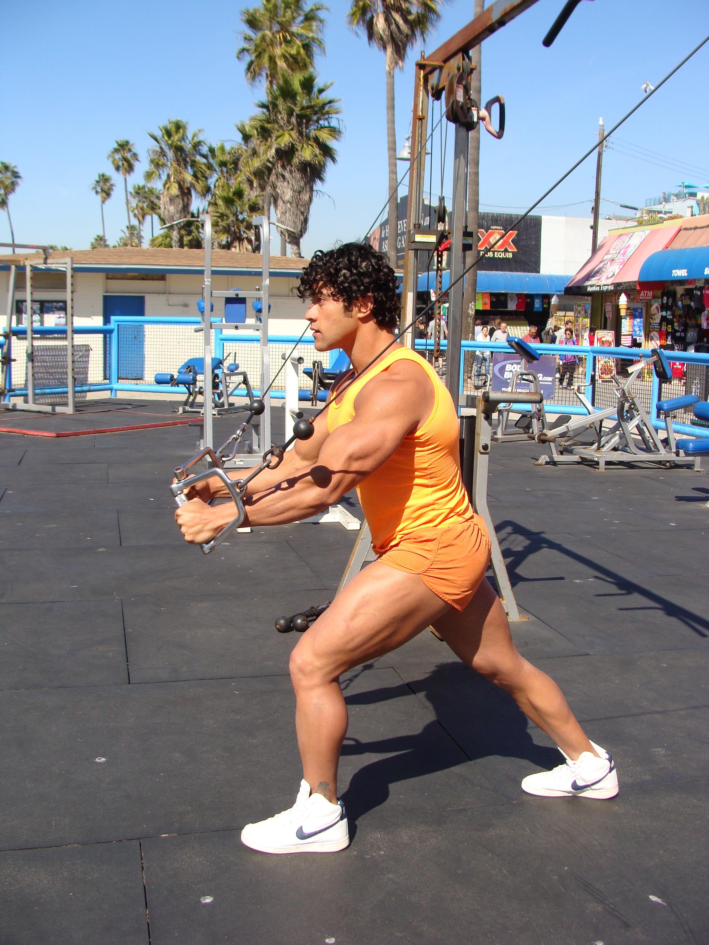 Конкурс бодибилдеров пляж мускулов в калифорнии фото